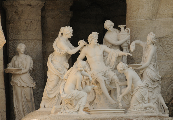 Apollon servi par les nymphes. François Girardon.