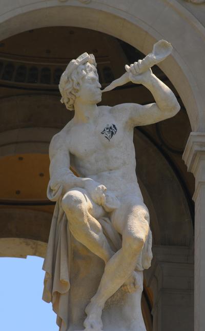 Triton soufflant dans une conque. Louis Eugène Lequesne.