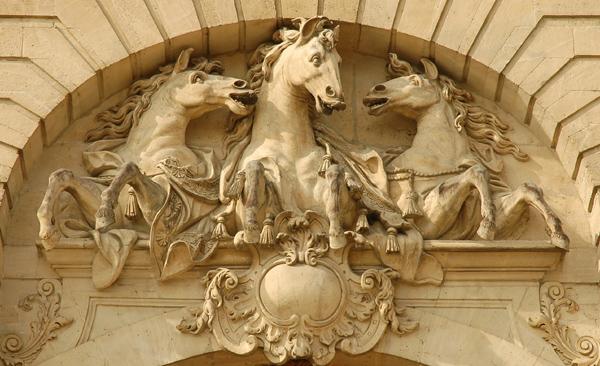 Fronton. Trois chevaux. Rémy François Bridault.