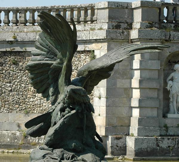 Aigle défendant sa proie. Auguste Cain.