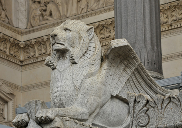 Lion. Judas. Charles Dufraine.