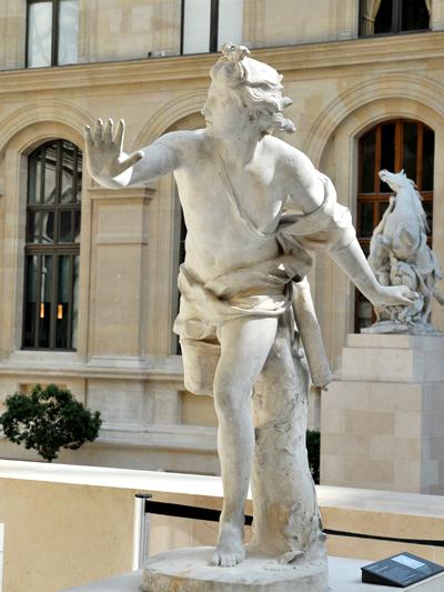 Apollon poursuivant Daphnée. Nicolas Coustou.