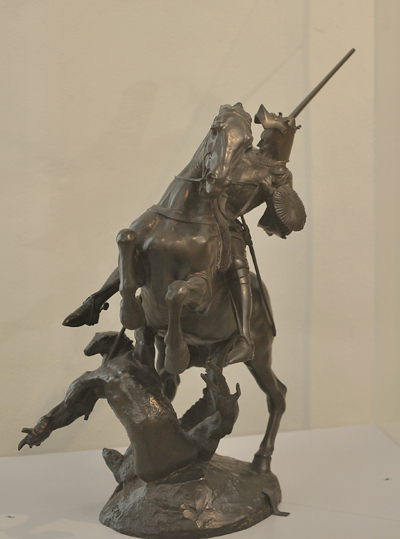 Saint Michel terrassant le dragon. Emmanuel Frémiet.