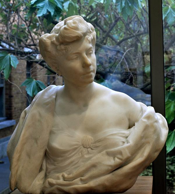 Buste de femme. Camille Lefevre.