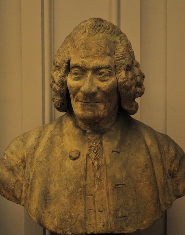 Buste de Voltaire. Jean Baptiste II Lemoyne.