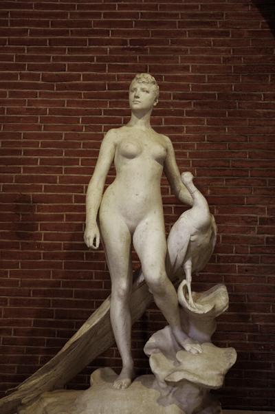 La Femme au paon. Alexandre Falguière.