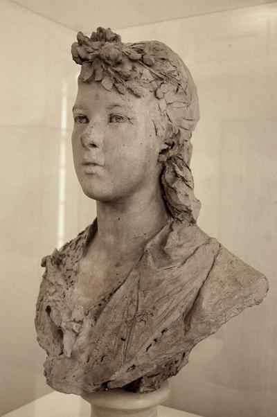 Jeune fille à la fleurs. Auguste Rodin.