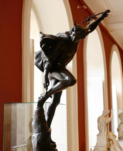 Mercure  rattachant ses talonnières. François Rude.
